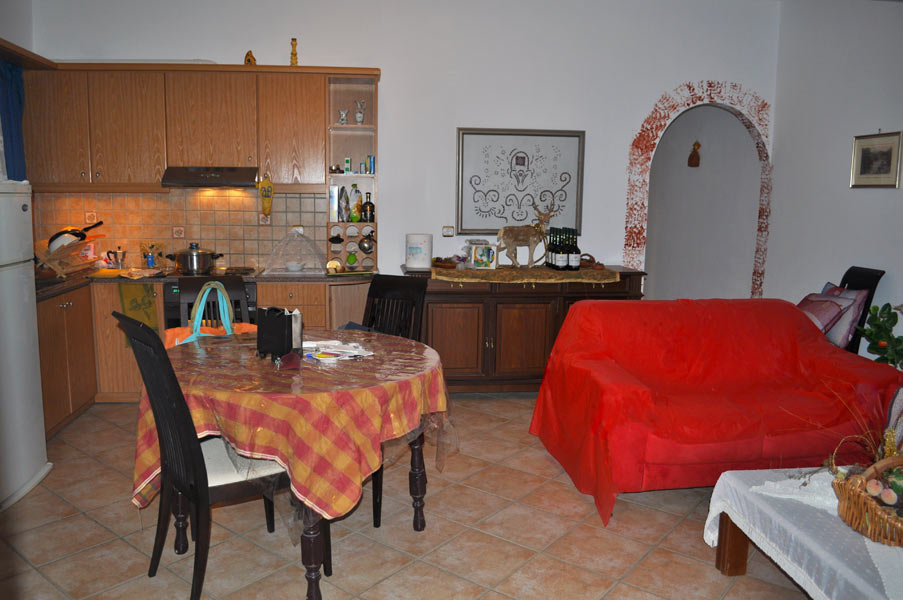 2 bedroom apartment 1st floor - kitchen with dining table